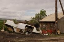 armenische Dörfer, wer was auf sich hält, hat ein Autowrack in seinem Garten