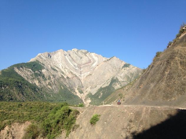 Das Brompton wirkt durch die Berge im hintergrund doch ein wenig klein