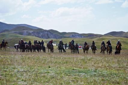 Zuschauer auf Pferden