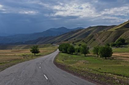 Bei Duschanbe noch asphaltierte Straße