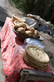 frisches Brot am Straßenrand